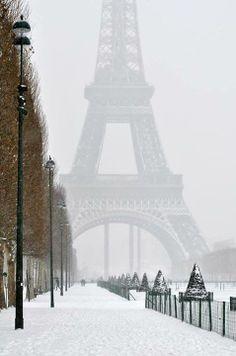 La Tour sous la neige #Paris #Hiver