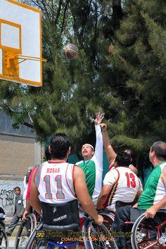 Nezahualcóyotl, Méx. 28 Abril 2013. Impulsar el deporte es una política municipal que busca entre la población, principalmente jóvenes y niños, que disminuyan los actos delictivos, y proponer otras alternativas de convivencia familiar.