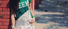 Hi guys! Today Im gonna show you few pieces I really love! My new geek green tshirt I had on Choies its lovely! I love the color and I wanted to match with a total white overall! This jumpsuit its reaaaally old, it has at least 6 or 7 years!