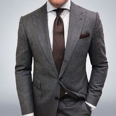 Joey Powers in a Charcoal Suit with Peak Lapels and a Brown Geometric Tie Mens Fashion Suits, Mens Suits, Fashion Top, Best Suits For Men, Grey Suit Men, Mens Charcoal Suit, Moda Formal, Designer Suits For Men, Herren Outfit