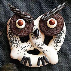 Haunted Hooting Owl Pretzels [Halloween Treats]
