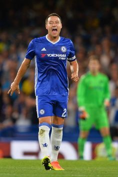 Chelsea's English defender John Terry shouts to his teammates during the English…