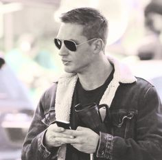 there are good looking men then there is Tom Hardy, hot damn!