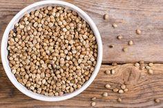 Bei eiweißreichen Lebensmitteln denken viele an tierische Produkte. Doch es gibt eine Menge veganer Eiweiß-Lieferanten. Hier kommen 34 vegane, eiweißreiche Lebensmittel