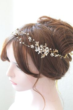 Hey, I found this really awesome Etsy listing at https://www.etsy.com/listing/239989154/ethereal-gold-leaf-vine-wedding