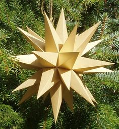 Folded Paper Moravian Star - Paper Pattern Included, site in German