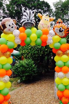 Arco de bexigas coloridas para entrada da festa infantil Safari Theme Birthday, Animal Birthday, Baby Birthday, 2nd Birthday Party Themes, Wild One Birthday Party, Lion King Birthday, Happy Birthday Banners, Birthday Balloons, Jungle Party Decorations