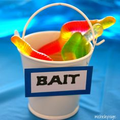 Cute bait buckets with gummy worms for Father's Day or a boy's birthday party, plus a link to lots of fishing party ideas. Lila Party, Bubble Guppies Birthday, Water Birthday, 3rd Birthday Parties, Birthday Ideas, Third Birthday, Baby Birthday, Water Party, Buckets
