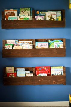 DIY Shelves and Do It Yourself Shelving Ideas - Wood Pallet Bookshelf - Easy Step by Step Shelf Projects for Bedroom, Bathroom, Closet, Wall, Kitchen and Apartment. Floating Units, Rustic Pallet Looks and Simple Storage Plans #diy #diydecor #homeimprovement #shelves Wooden Pallet Projects, Wood Pallet Furniture, Pallet Crafts, Pallet Ideas, Furniture Ideas, Pallet Designs, Garden Furniture, Pallet Storage, Pallet Shelves