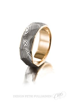 Faceted Damascus steel ring with yellow gold. Institute Of Design, Damascus Steel, Different Colors, Rings For Men, White Gold, Wedding Rings, Rose Gold, Goals, Dreams