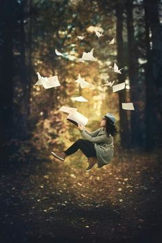 Fine Art Photographer specialized in conceptual and fine art portrait photgraphy Levitation Photography, Surrealism Photography, Fantasy Photography, Creative Photography, Portrait Photography, Flying Photography, Magical Photography, Classic Photography, Photography School