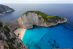 Russian Photographer Vadim Makhorov took a trip to Zakinthos, Greece for BASE jumping :: Вадим Махоров - Греция