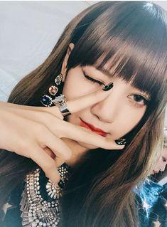 Blackpink Lisa — look @ that smile doe Blackpink Lisa, Kim Jennie, Kpop Girl Groups, Kpop Girls, Lisa Black Pink, Rapper, Lisa Blackpink Wallpaper, Kim Jisoo, Girl Celebrities