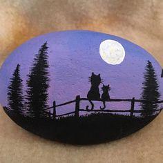 "Gefällt 7 Mal, 3 Kommentare - Sandra Harris (@rockinart58) auf Instagram: ""#cats #paintedrocks #moon Gand painted Farm Cats on Stone. #rockinArt58"""