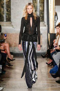 Emilio Pucci – Mailand Fashion Week Report Herbst/Winter 2015/16: Einen Überblick über die neusten Shows und Kollektionen der italienischen Designer von der laufenden Mailänder Modewoche gibt es hier.