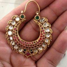 Indian Jewelry Earrings, Jewelry Design Earrings, Gold Earrings Designs, India Jewelry, Gold Jewellery Design, Bridal Jewelry, Jewelery, Amrapali Jewellery, Gold Jewelry