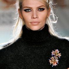 Vintage Brooches Part 1 Estilo Fashion, Look Fashion, Fashion Details, Fashion Outfits, Womens Fashion, Diy Fashion, Vintage Costume Jewelry, Vintage Costumes, Vintage Jewelry