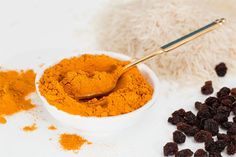 Turmeric is a powerful spice with anti-inflammatory properties and a list of other health benefits. Try these 20 turmeric recipes for a major health boost! If you're a newbie, turmeric is the main spice in Curcuma Latte, Le Curry, Turmeric Recipes, Detox Recipes, Turmeric Health Benefits, Curcumin Benefits, Tea Benefits, Turmeric Tea, Turmeric Curcumin