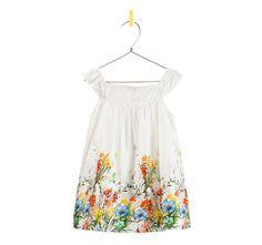 Vrijwel alle babykleertjes van Zara vinden we prachtig, wel prijzig maar misschien een gezamelijk cadeautje? Maat 82.