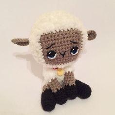 Думала что получится не очень, но она мне нравится больше чем первая овечка:D Лапки решила связать между собой, чтобы не разъезжались.  В общем думаю выставить ее на продажу!$ Очень уж милая вышла)  #амигуруми #игрушки #игрушкаручнойработы #овечка #крючком #подарок #handmade #handmadetoys #handcraft #amigurumi #amigurumis #kawaii #cute #toy #lambs #crocheting #crochet #crochettoy #amigurumidoll #вяжутнетолькобабушки #мило #милота #вязанаяигрушка #вязаныеигрушки