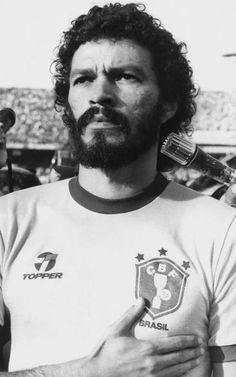 Momentos marcantes da vida de Sócrates. O eterno ídolo do Corinthians e do futebol brasileiro - Yahoo Esportes
