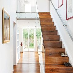Modern hallway pictures and photos for your next decorating project. Find inspiration from of beautiful living room images Wooden Staircases, Wooden Stairs, Staircase Design, Stairways, Contemporary Hallway, Modern Hallway, 1930s Hallway, Small Hallway Furniture, Houses