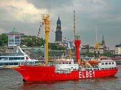 """Feuerschiff ELBE 1 - Das Feuerschiff """"Bürgermeister O`Swald II"""" war das letzte bemannte Feuerschiff, das auf der Position """"Elbe 1"""" seinen Dienst versah. Dort, auf der äußersten Seeposition vor der Elbe, lag das Feuerschiff bis zu seiner Außerdienststellung am 22.04.1988, als es durch UFS II, einem unbemannten Feuerschiff, ersetzt wurde."""