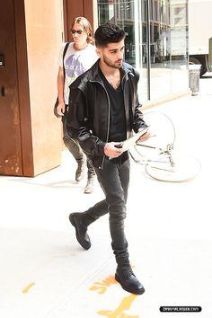 ZAYN Gigi Hadid And Zayn Malik, Zayn One Direction, Bae, Zayn Mailk, Fashion Models, Mens Fashion, Men's Leather Jacket, Street Style Women, My Boys