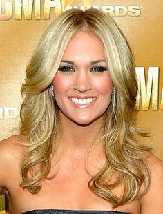 This is what I'm going for, just need my hair to grow! Carrie Underwood, as always, looks beautiful!