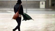 O estado do tempo vai agravar-se esta sexta-feira de manhã com a passagem de uma superfície frontal fria que vai causar chuva e vento forte, queda de neve e agitação marítima. http://observador.pt/2018/01/05/chuva-e-vento-forte-agitacao-maritima-e-queda-de-neve-hoje-de-manha/