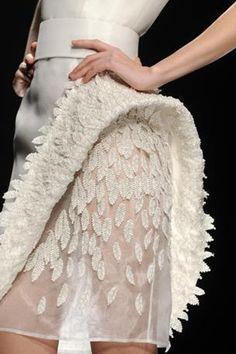 WEDDING DRESS: Sparkling, short & hand embroided wedding gown couture by Fausto Sarli Estilo Fashion, Moda Fashion, Fashion Week, Fashion Art, Trendy Fashion, Ideias Fashion, High Fashion, Fashion Show, Fashion Design
