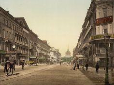 La Nevski Prospekt (Невский проспект, traducido como Avenida Nevski) es la principal avenida de San Petersburgo y una de las calles con mayor historia en el mundo