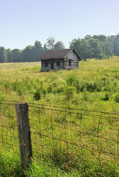 not lived in anymore ~ log cabin, Hagerstown, Indiana.  Photo: WayNet.org, via Flickr