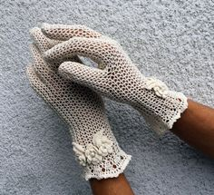 Elegant Natural Lace Gloves  Vintage Style Accessory by domklary Lace Gloves, Knitted Gloves, Dress Gloves, Fingerless Gloves, Crochet Gloves Pattern, Easy Crochet Patterns, Thread Crochet, Lace Knitting, Crochet Lace