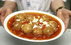 Cebollas rellenas. Uno de los platos más reconocidos y representativos de la gastronomía asturiana. Típicas de las cuencas, con una elaboración lenta pero con un resultado sabrosísimo.