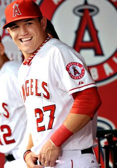 awesome the picture of mike trout Los Angeles angels Hot Baseball Players, Mlb Players, Baseball Season, Angels Baseball, Baseball Boys, Baseball Anime, Baseball Uniforms, Baseball Photos, Baseball Field