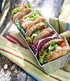 Vappupiknikin parhaat eväät | Kotivinkki The Brambles, Frozen Birthday Party, Food Styling, Gourmet Recipes, Feta, Sandwiches, Food And Drink, Mexican, Lunch