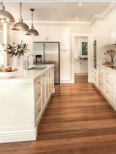 Kitchen hardwood floor kitchen with hardwood floors white kitchen flooring Home Decor Kitchen, New Kitchen, Home Kitchens, Kitchen Living, Kitchen Ideas, Kitchen White, Kitchen Inspiration, Living Rooms, Design Kitchen