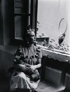 Tepeuani Xoloitzcuintle :: Frida Kahlo y sus perros xoloitzcuintles.