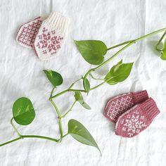 Babyvotter tradisjonsstrikk / traditional Norwegian baby mitten pattern Baby Mittens, Mittens Pattern, Knitwear, Traditional, Knitting, Inspiration, Threading, Biblical Inspiration, Tricot