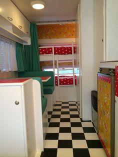 Lovely caravan, bunk beds and PiP wallpaper