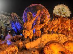 Abre-alas trouxe alegoria humana com componentes cobertos por barro (Foto: Alexandre Durão/G1