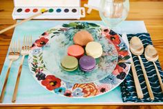 Watercolor is a perfect wedding theme for a spring or summer wedding – so delicate, so creative, so artful! Take your favorite shades and incorporate their slight tones into wedding décor: invitations, save the dates, garlands. Dessert Bars, Dessert Table, Bridesmaid Inspiration, Wedding Inspiration, Art Gallery Wedding, Event Planning Design, Wedding Blog, Wedding Ideas, Wedding Cake