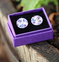Pansy button studs made from shell