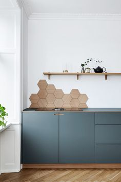 Kitchen Interior Blue Kitchen Cabinets Hexagon Backsplash in Appartment in Copenhagen Blue Kitchen Cabinets, Kitchen Tiles, New Kitchen, Grey Cabinets, Kitchen Decor, Wall Cabinets, Kitchen Corner, Kitchen Wood, Awesome Kitchen