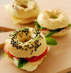 I had no idea what Bagels were until a few years ago, when I first went to London. I arrived at Victoria Station at around 6 am, sleepy and tired. A mouthwatering smell invested me like I was in a gourmet shopping center. There all begun. There, I found out about bagels. In front of me …