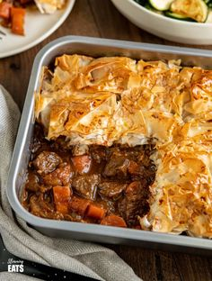 Epic Steak and Vegetable Pie with a delicious golden filo pastry topping - tender pieces of beef with carrots and onion in a deliciously rich homemade gravy. Veg Pie, Vegetable Pie, Slimming Eats, Slimming World Recipes, Steak Pie Recipe, Pot Recipe, Recipe Ideas, Filo Pastry Pie, Round Round