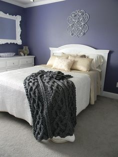 Big Chunky Cable Knit Blanket pattern by Theresa Boyce – 2019 - Knitting ideas Knitted Afghans, Knitted Throws, Knitting Projects, Knitting Patterns, Knitting Ideas, Cable Knit Blankets, Cozy Blankets, Chunky Knit Throw, Chunky Blanket