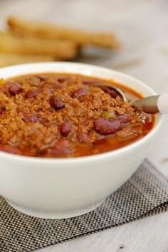 I really liked the spice combos for this chili!) I've used the spices in chili, not the actual chili recipe and it's VERY yummy! Bean Recipes, Chili Recipes, Soup Recipes, Beef Chili Recipe, Tummy Yummy, Chili Cook Off, Chili Soup, Chile, Soup And Salad