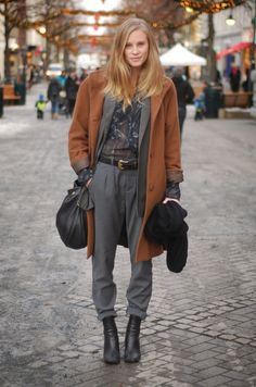 Awesome layering sista. NYC | Terracotta coat, grey blazer and pants, slouchy bag | Street style